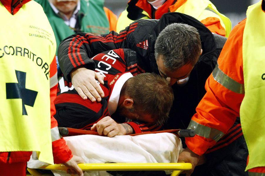 En 2010, il part en Italie pour ne pas perdre la forme avant la coupe du monde mais le joueur se blesse gravement et manque finalement la compétition tant attendue. Il est opéré pour une rupture du tendon d'Achille.