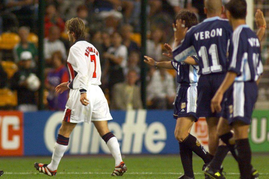 Sans doute son plus célèbre carton rouge, donné par l'arbitre lors de la coupe du monde 1998 en France, après avoir provoqué l'Argentin Diego Simeone. L'Angleterre sera éliminée à l'issue de ce match lors des tirs aux buts.