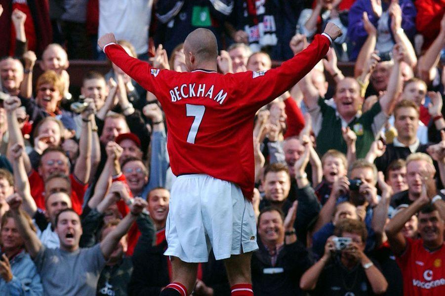 La fin d'une époque pour les fans de football. Après 21 ans de carrière, David Beckham a annoncé jeudi qu'il prendrait sa retraite à la fin de la saison avec le Paris Saint-Germain. «Je suis reconnaissant envers le PSG de m'avoir donné l'occasion de continuer à jouer mais je pense que c'est le bon moment pour moi pour mettre un terme à ma carrière, en jouant au plus haut niveau».