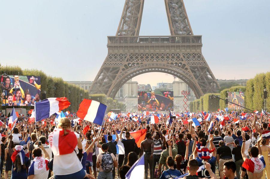 Ici, à Paris.