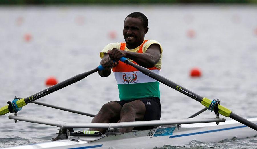 Cet athlète n'avait jamais fait d'aviron de sa vie. Mais trois mois avant les Jeux, il s'est entraîné afin d'être sur la ligne de départ le jour du 2000 mètres. Une belle histoire qui prouve que les résultats ne sont pas uniquement ce qui compte.