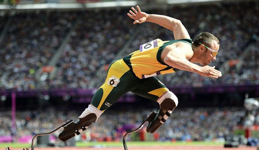 Il a marqué ces JO avec ses lames en carbone. Ce sprinteur sud-africain, amputé des deux jambes, a créé la sensation en courant parmi les valides. Il a même réussi à se qualifier pour les demi-finales, et figurait parmi les sélectionnés du relais 4x400m de l'équipe de l'Afrique du Sud. Un énorme message d'espoir pour les handicapés qui comme lui, ont des rêves olympiques. Ce jeune homme va tenter de conserver ses titres olympiques qu'il possède sur 100 mètres (2004), 200 mètres (2004 et 2008) et sur 400 mètres (2008), lors des Jeux Paralympiques de Londres, qui se dérouleront du 29 août au 9 septembre.