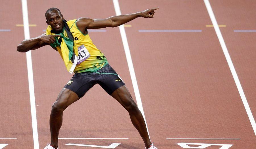 Le deuxième roi de la piste s'appelle Usain Bolt, est Jamaïcain et vient de réaliser un exploit qu'aucun athlète n'avait réalisé avant lui. Il est le seul sprinteur à avoir conservé ses trois titres acquis quatre ans plus tôt à Pékin: au 100 mètres, 200 mètres et sur 4x100 mètres.