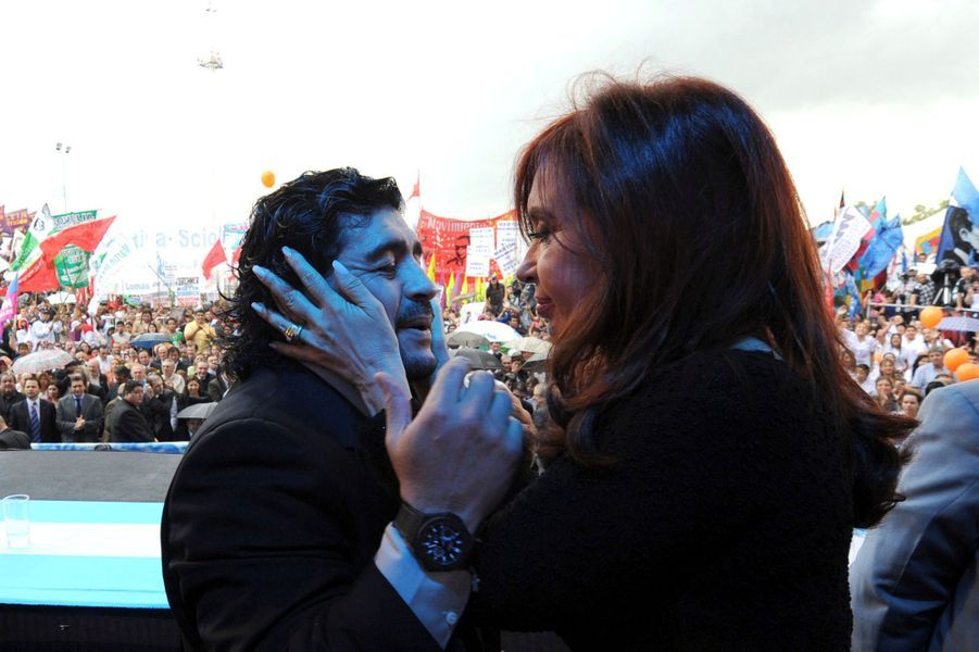 Diego Maradona et Cristina Fernandez de Kirchner en 2010.