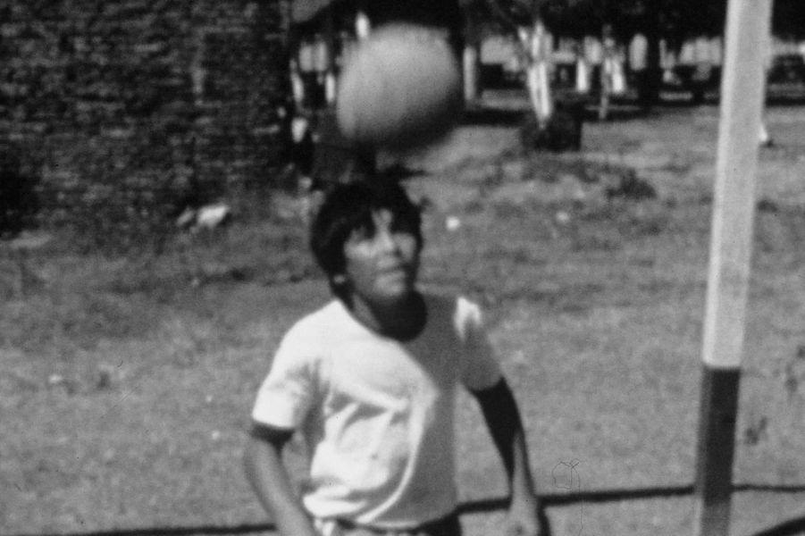 Diego Maradona alors âgé de 7 ans.