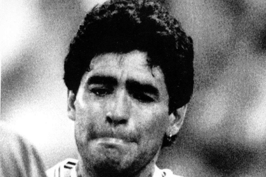 Diego Maradona en larmes après la défaite de l'Argentine en finale 1990.