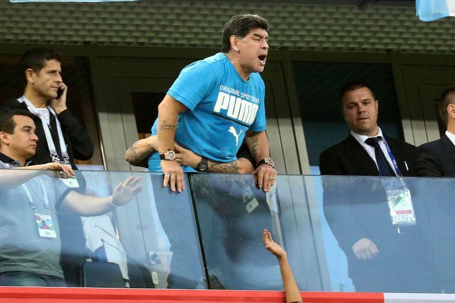 Diego Maradona dans les tribunes du match Argentine/Nigeria mardi