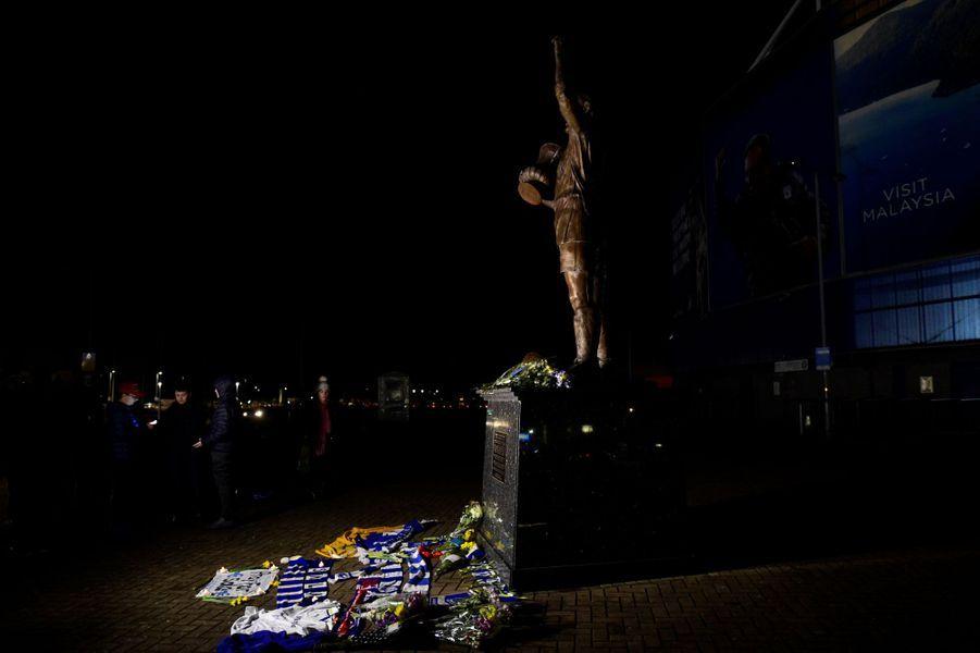 Les supporters de Cardiff et Nantes prient pour un miracle.