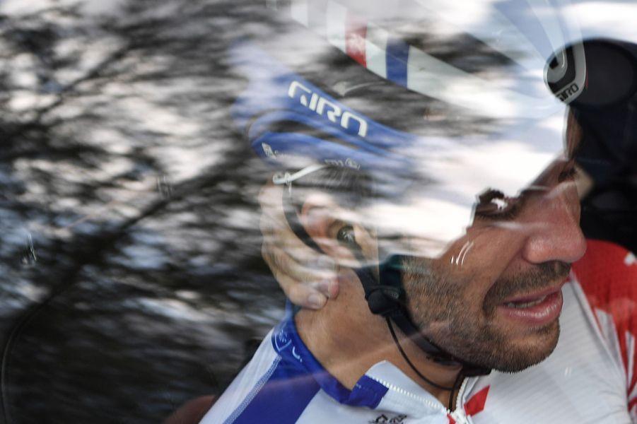 Le FrançaisThibaut Pinot, en larmes, a abandonné le Tour, vendredi.