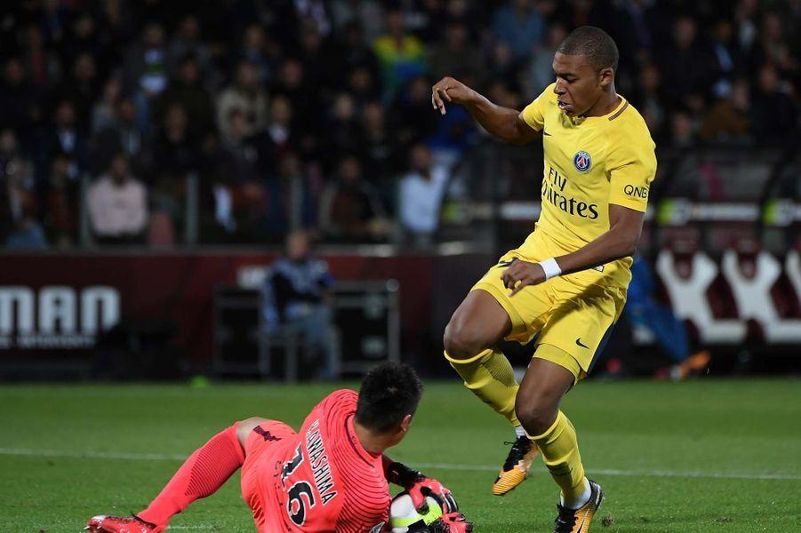 Les premiers pas de Kylian Mbappé sous le maillot du PSG.