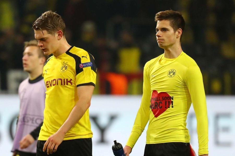 Des joueurs de Dortmund sous le choc
