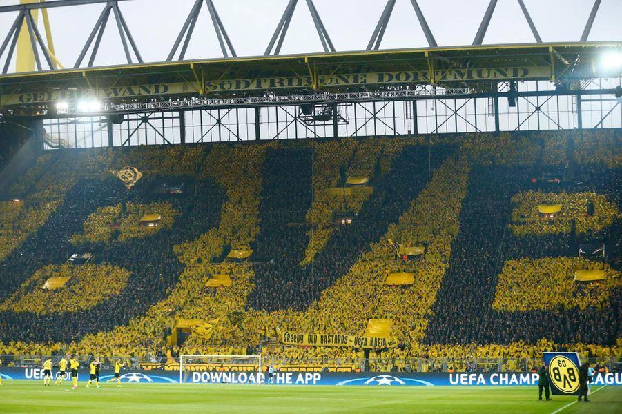 """Le """"Mur jaune"""" contre le terrorisme"""