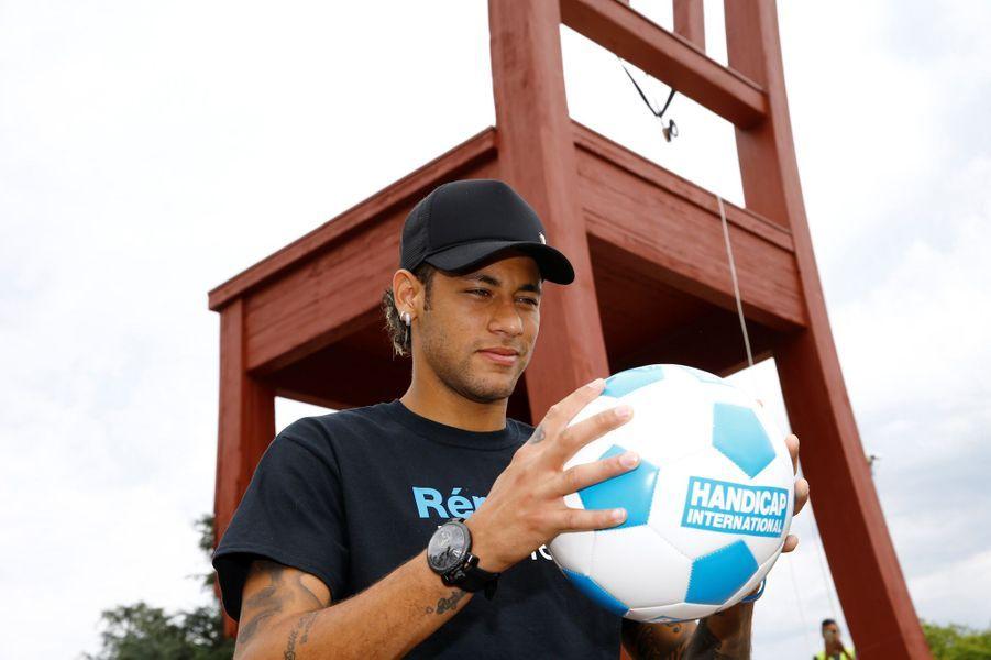 Neymar est devenu mardi le nouvel ambassadeur de Handicap International.
