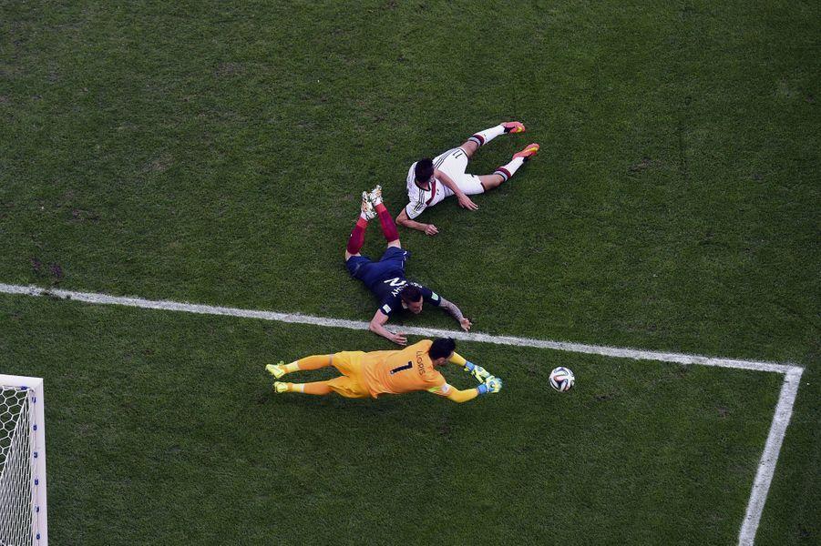 Hugo Lloris : 3 buts encaissés, 9 arrêts