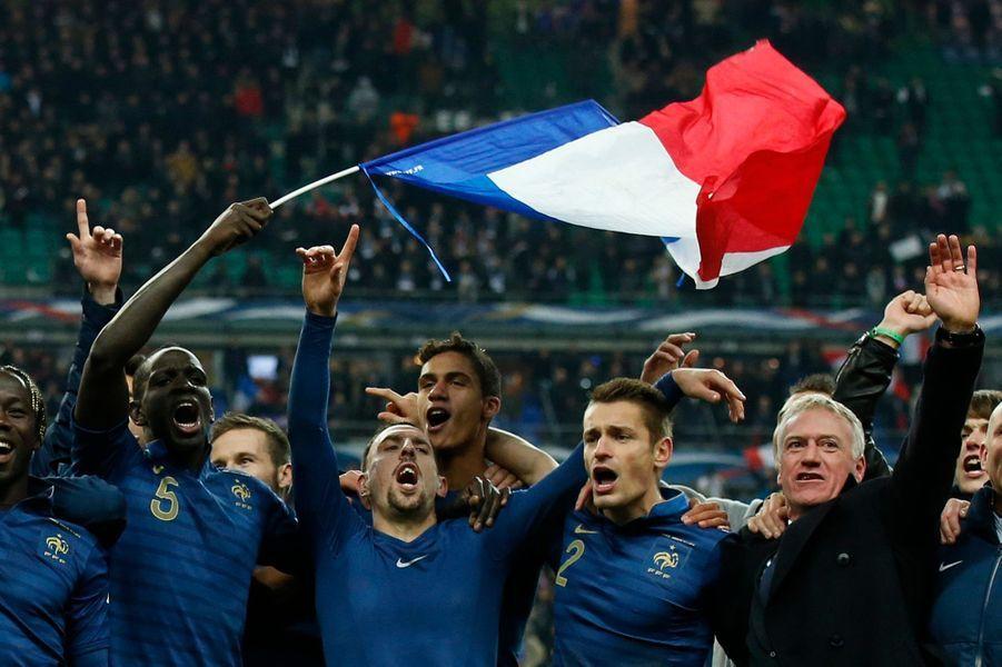 En s'imposant sur le score de trois buts à zéro face à l'Ukraine au Stade de France, l'équipe de France s'est qualifiée pour la Coupe du Monde de football qui se disputera en 2014 au Brésil.