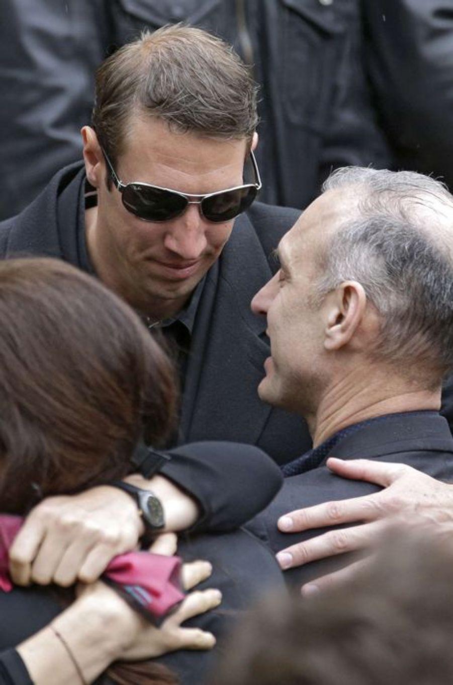 Alain Bernard aux obsèques de Camille Muffat, le 25 mars à Nice. Ici avec le père de la nageuse disparue, Guy