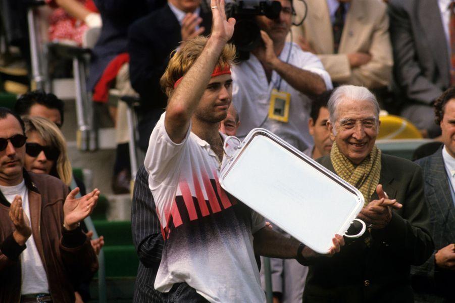 Juin 1990, André Agassi et son plateau de la victoire