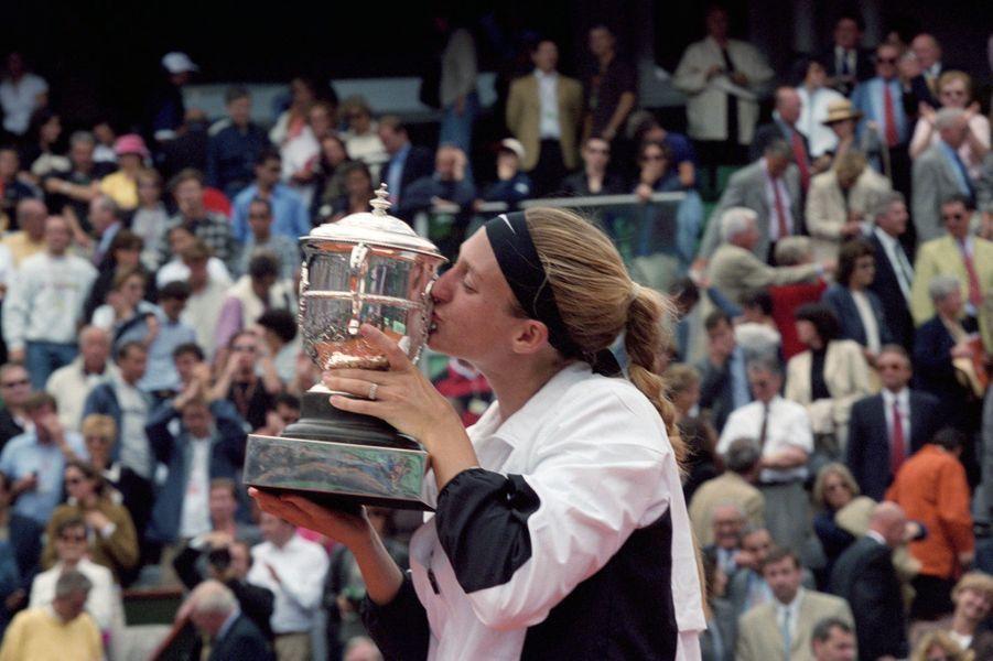 Juin 2000, Mary Pierce et son trophée