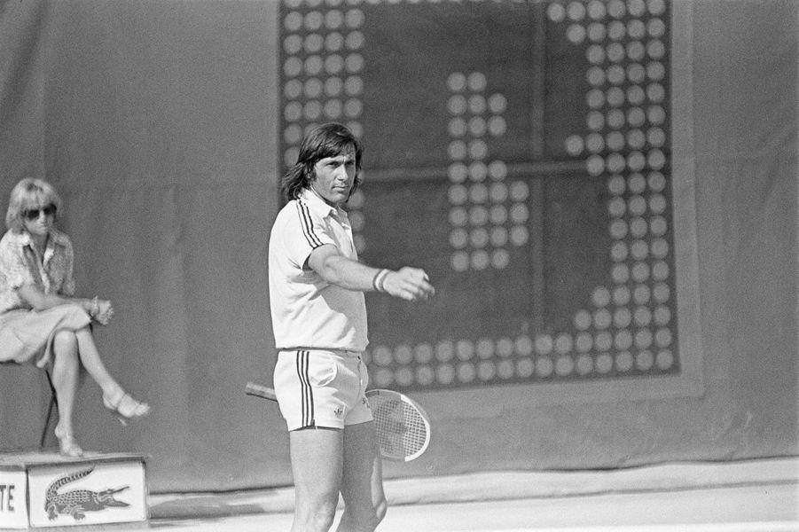 Mai 1977, Illie Nastase conteste un point