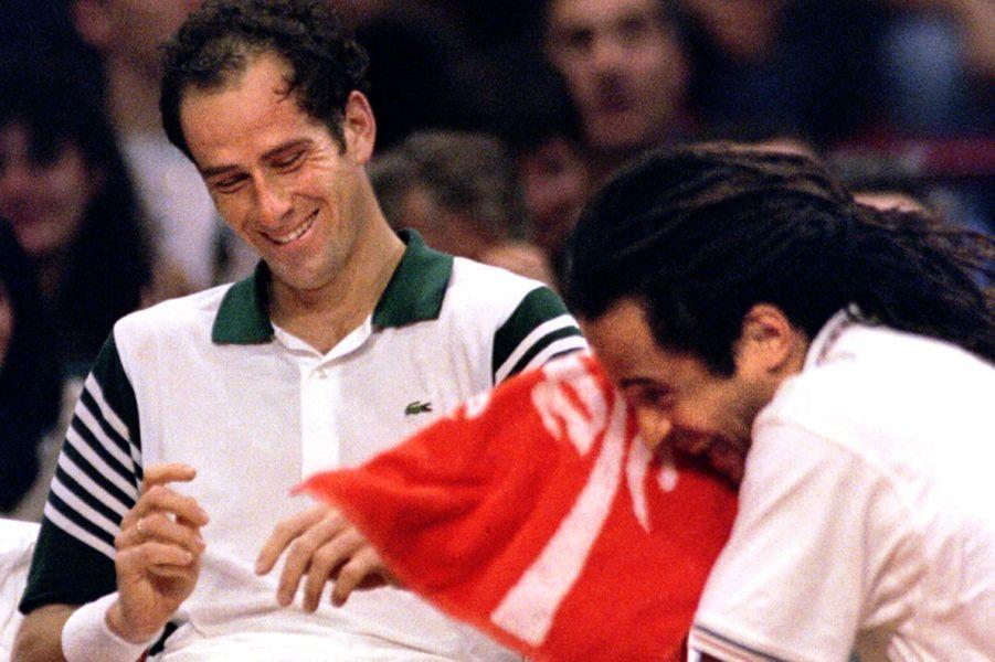 Guy Forget et Yannick Noah lors d'une rencontre de Coupe Davis en 1996