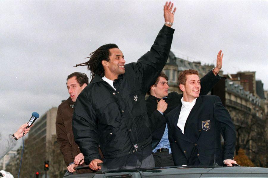 Yannick Noah et l'équipe de France victorieuse de la Coupe Davis 1996