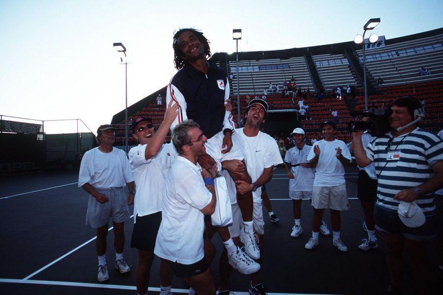 Yannick Noah porté en triomphe en 1998
