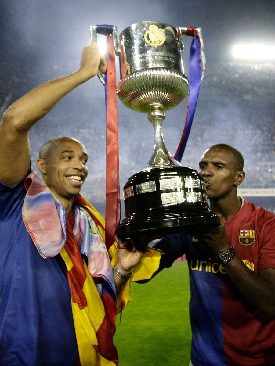 Champions d'Espagne en 2009, ici avec Eric Abidal