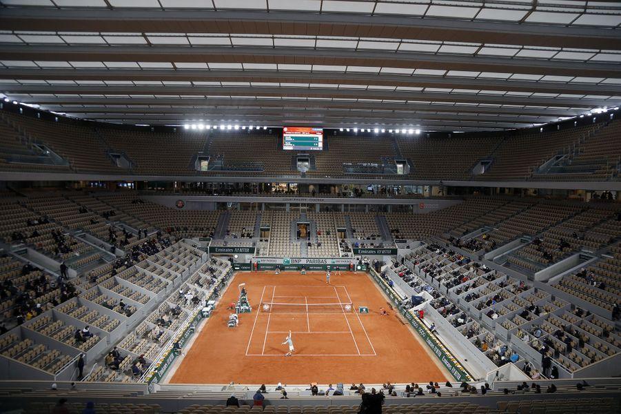 Début du tournoi de Roland-Garros sous la pluie et dans le froid ce dimanche 27 septembre 2020.