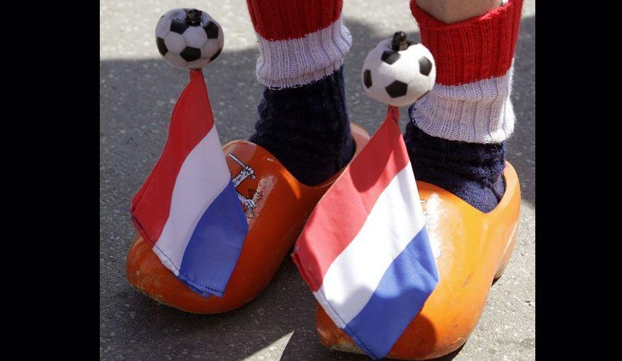 Un Hollandais supporte son équipe jusqu'au bout des pieds.