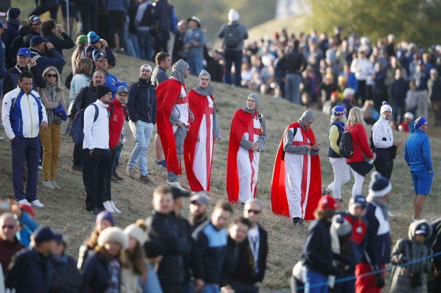 Des fans déguisés lors de la Ryder Cup, samedi au Golf National, à Saint-Quentin-en-Yvelines.