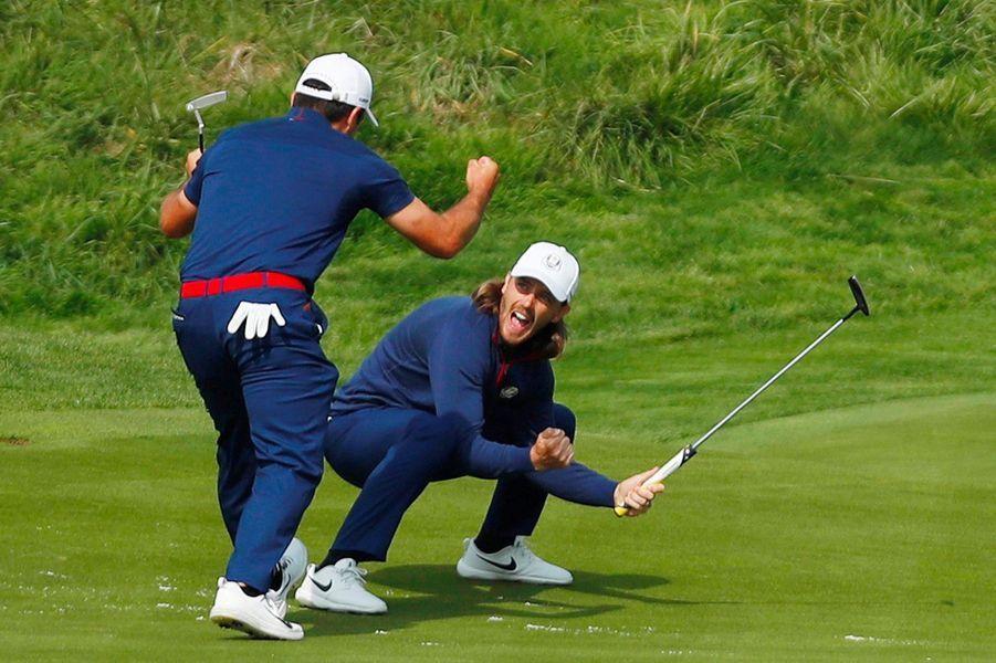 L'Italien Francesco Molinari et l'Anglais Tommy Fleetwood, complices vendredi lors de la Ryder Cup.