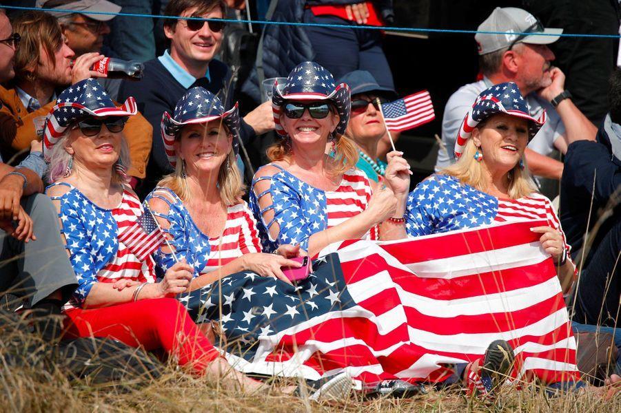 Les supportrices de l'équipe des Etats-Unis ne se cachent pas, vendredi au Golf National, à Saint-Quentin-en-Yvelines...
