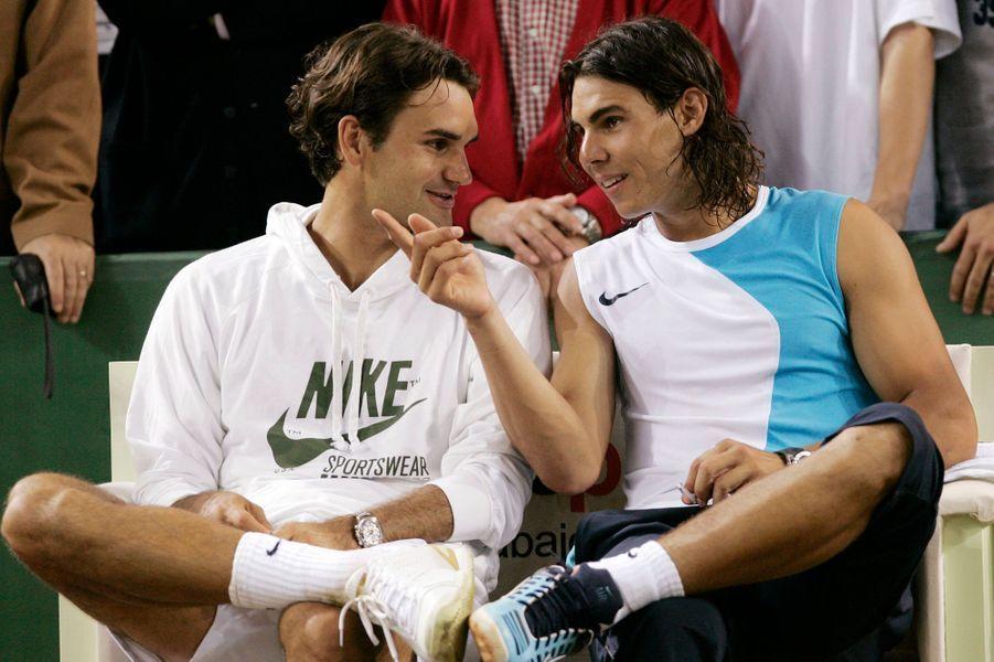 Discussion entre les deux hommes à l'occasion d'un match exhibition à Barcelone en mai 2007. Malgré leur rivalité, les deux hommes s'apprécient.