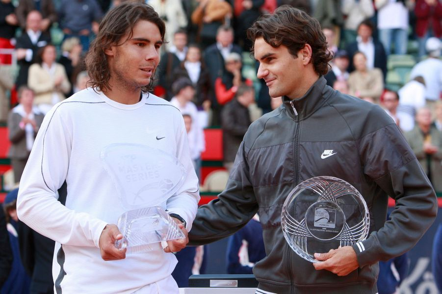 Rafael Nadal s'adjuge le tournoi de Hambourg en 2008, en dominant Roger Federer.