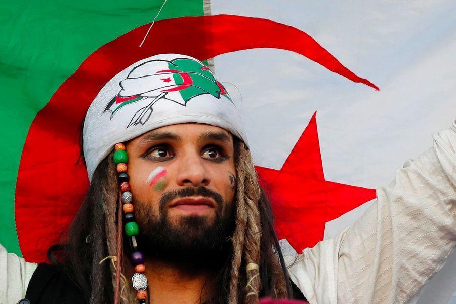 Des supporters algériens avant la finale de la CAN.
