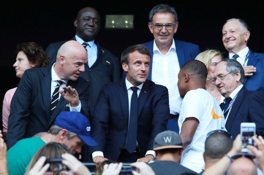 Le patron de la Fifa, Gianni Infantino, Emmanuel Macron, Kylian Mbappé et Noël Le Graët, patron de la FFF.
