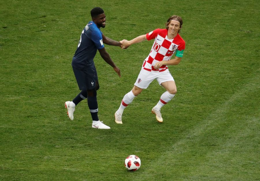 France Croatie : La Finale De La Coupe Du Monde De Football En Direct Et En Photos ( 12