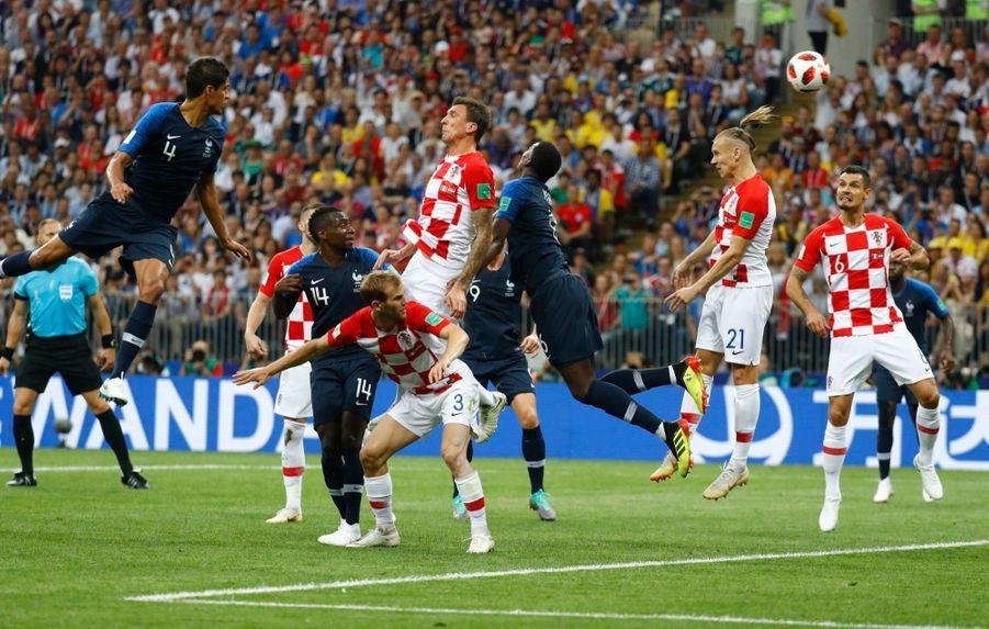 France Croatie : La Finale De La Coupe Du Monde De Football En Direct Et En Photos ( 28