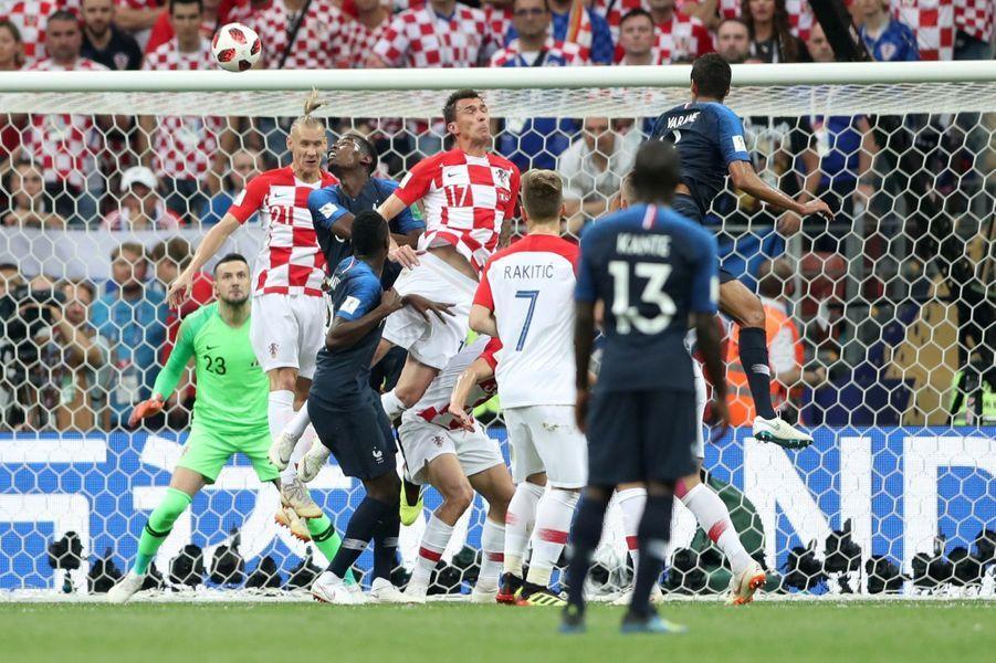 France Croatie : La Finale De La Coupe Du Monde De Football En Direct Et En Photos ( 31