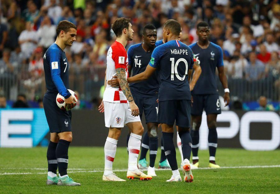 France Croatie : La Finale De La Coupe Du Monde De Football En Direct Et En Photos ( 52