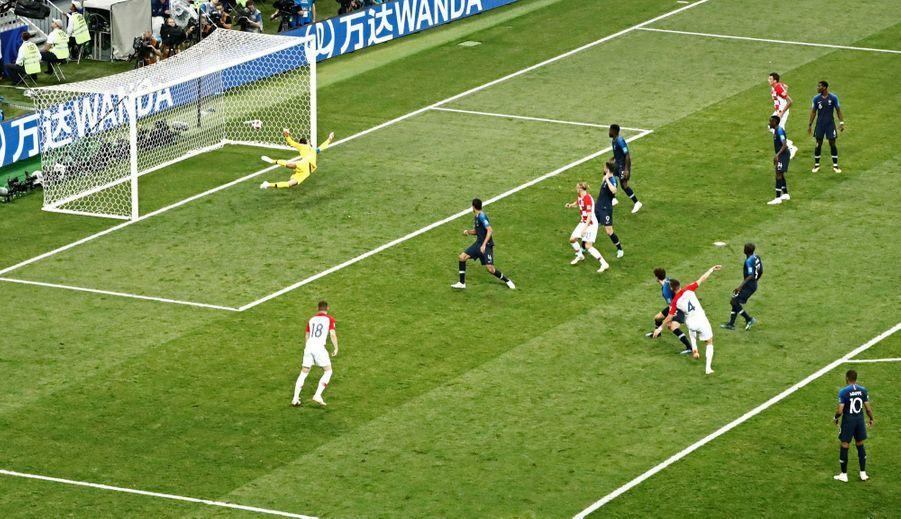 France Croatie : La Finale De La Coupe Du Monde De Football En Direct Et En Photos ( 53