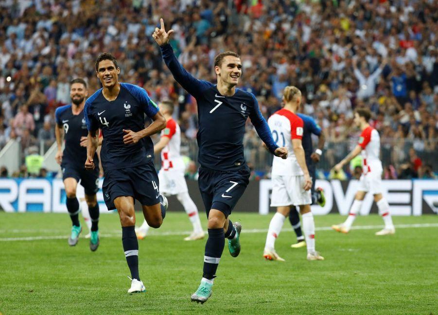 France Croatie : La Finale De La Coupe Du Monde De Football En Direct Et En Photos ( 67