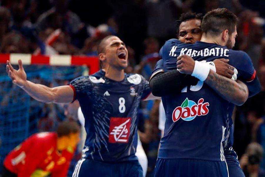 Les Bleus célèbrent la victoire.