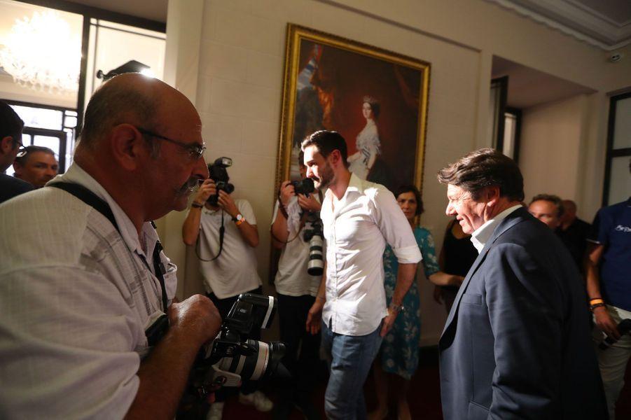 Hugo Lloris arrive pour une conférence de presse à l'hôtel de ville de Nice.