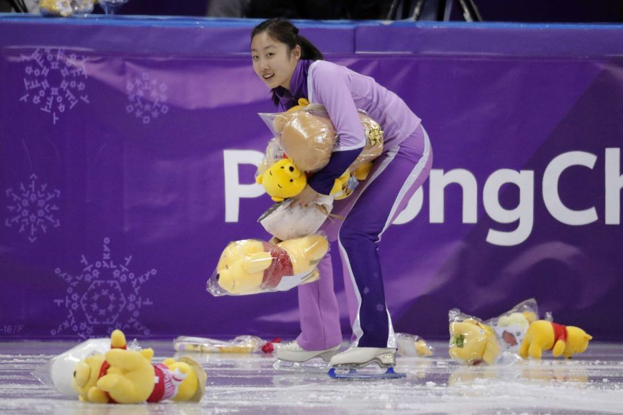 Yuzuru Hanyu sur la glace de Pyeongchang a reçu des dizaines de peluches.
