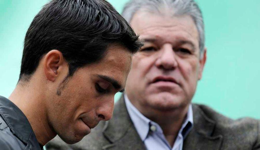 Alberto Contador a finalement été condamné à un an de suspension après son contrôle positif au clenbutérol lors du dernier Tour de France. Le coureur madrilène est aussi déchu de sa victoire sur la Grande Boucle obtenue en 2010.