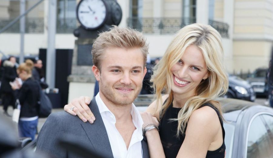 Le pilote finlandais Nico Rosberg, et le top model Karolina Kurkova ont assisté à la Mercedes Benz Fashion Week de Berlin.