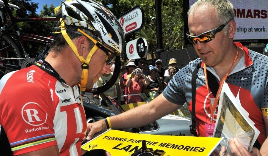 L'Américain Lance Armstrong, septuple vainqueur du Tour de France, a mis fin à sa carrière internationale dimanche à l'issue du Tour Down Under. Le coureur de 39 ans, invaincu sur le Tour de France entre 1999 et 2005, avait annoncé avant la dernière Grande Boucle qu'il s'agissait de sa dernière course à l'étranger avant de finalement prendre le départ du Tour Down Under, en Australie.  Le coureur de l'équipe RadioShack prévoit de disputer au mois de mai le Tour de Californie, qui sera sa dernière course professionnelle selon son directeur sportif Johan Bruyneel. Lance Armstrong fait actuellement l'objet d'une enquête aux Etats-Unis après les accusations de dopage proférées par son ancien coéquipier Floyd Landis.