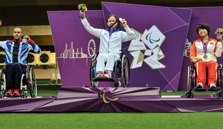 De l'or et un record du monde pour Cédric Fèvre-Chevalier, nouveau champion olympique de tir à la carabine 10 m couché R3.