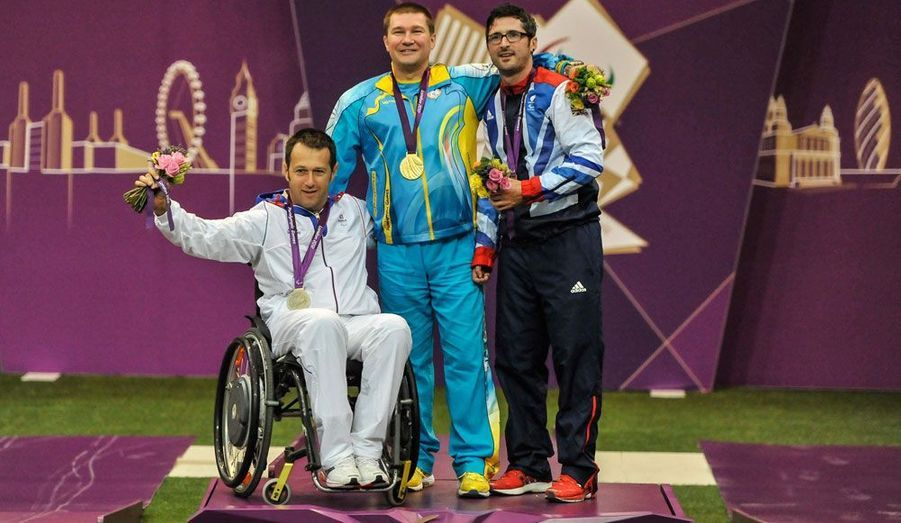 Déjà second à Pékin, il a réitéré l'exploit à Londres en remportant une nouvelle médaille en tir à la carabine 10 m couché R5.